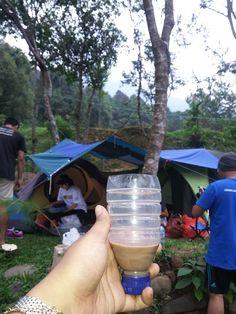Tak ada gelas botol pun jadi *ketika piknik lupa bawa gelas #teammilo #teampiknik #pikniksquad
