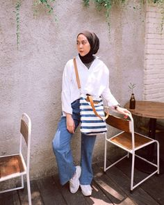 Modern Hijab Fashion, Hijab Fashion Inspiration, Muslim Fashion, Modest Fashion, Frock Fashion, Denim Fashion, Fashion Outfits, Casual Hijab Outfit, Ootd Hijab