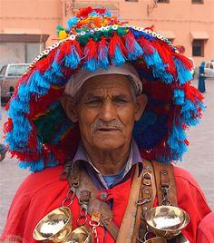 Eingetaucht in die Welt aus 1001 Nacht. Schlangenbändiger, Zahnzieher, Affendompteure, Feuerspucker, Marrakesch - einfach märchenhaft. #Marokko #Reise #Familienreise #Marrakesch