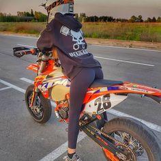 Motorcross Bike, Enduro Motorcycle, Girl Motorcycle, Motorcycle Quotes, Triumph Motorcycles, Custom Motorcycles, Lady Biker, Biker Girl, Motocross Girls