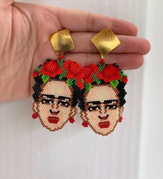 Made by artisans para tejer Frida Kahlo Earrings, Beaded Earrings, Beaded Bracelets, Crochet Case, Hama Beads Design, Brick Stitch Earrings, Cross Jewelry, Bead Jewellery, Glitz And Glam