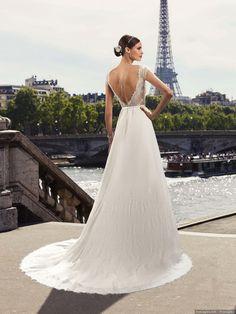 Ce modèle Pronuptia ça vous tente ? #mariage #2018 #bonheur #love #couple #mariée #dress #robemariée #dosnu #décolleté #collection2018