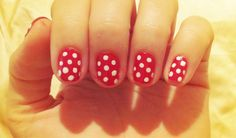 minnie mouse inspired manicure - trying this tonight!