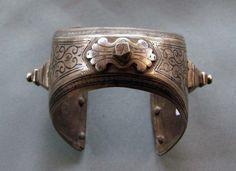 Bracelet from Marocco, 19th century. Silver, Niello Diameter appr. 6cm 57 G
