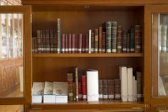 Fondo Antiguo. Detalle de libros del s.XIX. Experimental, Bookcase, Shelves, Home Decor, Special Library, Science Area, Zaragoza, Filing Cabinets, Classroom