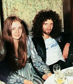 """📸Brian May with his wife Chrissie Mullen . 🔹Tonight's song Facts is """"spread your wings""""! John Deacon, Queen Brian May, We Are The Champions, Roger Taylor, Best Guitarist, Queen Photos, We Will Rock You, Queen Freddie Mercury, Queen Band"""