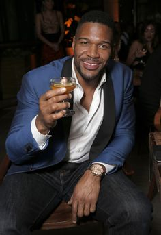 http://heysport.biz/index.html Retired football player turned talk show host  Michael Strahan  has sold his Brentwood home in an off-market deal for $21.5 million, public records show.