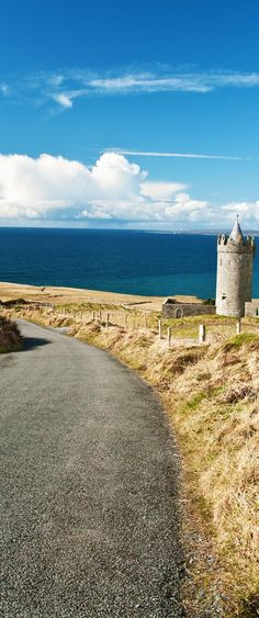 Beautiful Breathtaking Irish scenic coastal Seascape | Amazing Photography Of Cities and Famous Landmarks From Around The World Famous Landmarks, Famous Places, Dream Vacations, Vacation Spots, Places To Travel, Places To See, World Cities, Ireland Travel, Beautiful Landscapes