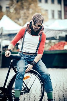 HOVDING, marca crea increíbles bufandas que se trasnforman en cascos con airbag como protección en caso accidentes de bici.