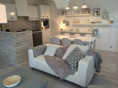 ❤️ by Sophie ferjani. Amazing set up for tiny guest house or finished basement. Home Living Room, Apartment Living, Living Room Designs, Living Room Decor, Tiny Guest House, Guest Houses, Home Interior, Interior Design, Home Staging