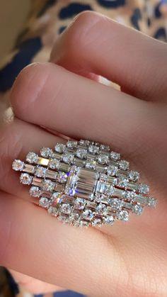 Ear Jewelry, Emerald Jewelry, Cute Jewelry, Jewelery, Vintage Style Rings, Vintage Jewelry, Couple Rings Gold, Gold Ring Designs, Custom Jewelry Design