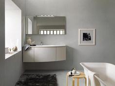 Stocco Arco style è una collezione di mobili da bagno caratterizzati dalla linea curva. Una linea sfilata, per un mobile adatto a spazi grandi o piccoli.