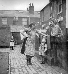 Community website for Aston history and nostalgia. Containing digital pictures of old Aston, Aston people and Aston Industry Vintage Pictures, Old Pictures, Old Photos, Black White Photos, Black And White Photography, Cheek By Jowl, Marguerite Duras, Industrial Photography, Old London