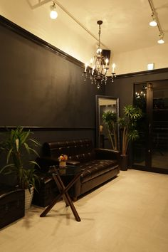 Beauty salon interior design ideas |  + black sofa + space + decor + Japan + designs  | Follow us on https://www.facebook.com/TracksGroup <<<【hikute ウェイティングエリア】 美容室 内装