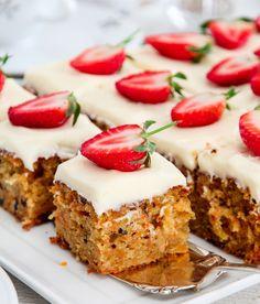Gulrotkake á la R.O.O.M | TRINES MATBLOGG Baking Recipes, Cake Recipes, Dessert Recipes, Desserts, Danish Dessert, Norwegian Food, Tasty Kitchen, Dessert Drinks, Something Sweet