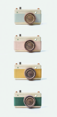 Wooden toy cameras by Fanny and Alexander. Available at Smallable.sma… Wooden toy cameras by Fanny and Alexander. Available at Smallable. Toy Camera, Retro Camera, Wooden Baby Toys, Wood Toys, Wood Kids Toys, Vintage Baby Toys, Fanny And Alexander, Kids Woodworking Projects, Woodworking Hacks