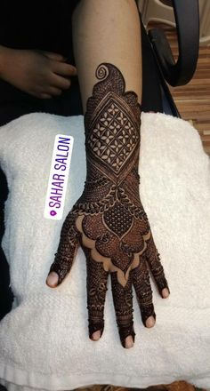 Mehndi is something that every girl want. Arabic mehndi design is another beautiful mehndi design. We will show Arabic Mehndi Simple Arabic Mehndi Designs For Front One Bedroom Apartment Plans for Singles and Couples Indian Henna Designs, Full Hand Mehndi Designs, Mehndi Designs For Girls, Simple Arabic Mehndi Designs, Henna Art Designs, Mehndi Designs For Beginners, Mehndi Designs 2018, Dulhan Mehndi Designs, Mehndi Designs For Fingers