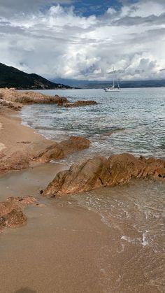 Moorea beach, Corsica Source by nicolesawall Beautiful Ocean, Amazing Nature, Beautiful Beaches, Ocean Video, Beach Video, Ocean Beach, Ocean Waves, Beach Art, Beautiful Places To Travel