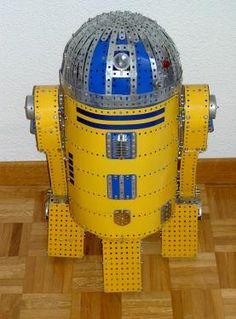 Robot R2 D2. Dirigido por radio control camina en todas las direcciones y gira la cabeza. Modelo Propio Antonio Valero