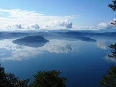 Lake Towada from Ohanabe. It is located on the border between Aomori and Akita Prefectures. it is 400 meters above sea level. Aomori, Beautiful Sky, Beautiful Places, Lake Towada, Japan Travel Guide, Akita, Historical Sites, Far Away, Landscape Photography