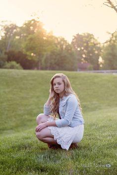 Senior picture pose - Nikki Sabato Photography