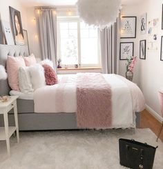 Bohemian Minimalist with Urban Outfiters Bedroom Ideas Bedroom. - Frida Rath - Bohemian Minimalist with Urban Outfiters Bedroom Ideas Bedroom. Bohemian Minimalist with Urban Outfiters Bedroom Ideas Bedroom Goals! Bedroom Decor For Teen Girls, Cute Bedroom Ideas, Girl Bedroom Designs, Modern Bedroom Design, Room Ideas Bedroom, Small Room Bedroom, Home Decor Bedroom, Bedroom Furniture, Bed Room
