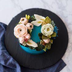 가을의 빈티지 플라워케이크  lewis flowercake . . . . . #루이스케이크 #플라워케이크 #버터크림플라워케이크 #꽃케이크 #꽃케익 #홈베이킹 #베이킹 #케이크 #디져트 #컵케이크 #플라워컵케이크 #수제케이크 #분당 #판교 #cupcakes #flowercupcakes #buttercream #buttercreamflowers #wilton #cake #flowers #flowercake #dessert #cupcake #baking #specialcake