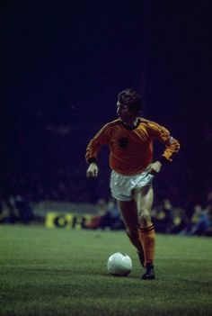 Johan Cruyff of Holland in Match Of The Day, Paul Weller, Soccer Poster, Soccer Boots, Could Play, Vintage Football, Team Player, Football Soccer, Fc Barcelona
