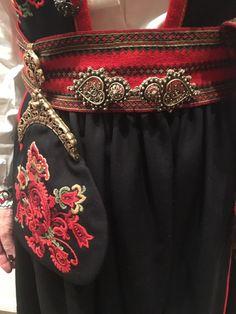 (1) FINN – Øst telemark bunad Folk Costume, Costumes, Norway, Pockets, Beauty, Beautiful, Fashion, Hoods, Moda