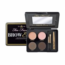 PER BIONDE E BRUNE KIT COMPLETO: TOO FACED BROW ENVY (DA SEPHORA, 37 euro)