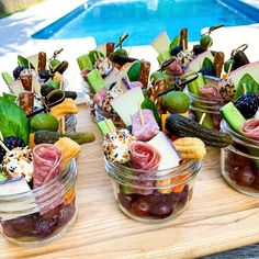 Charcuterie Recipes, Charcuterie And Cheese Board, Cheese Boards, Charcuterie Gifts, Charcuterie Platter, Appetizers For Party, Appetizer Recipes, Bridal Shower Appetizers, Gourmet Appetizers