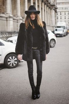 perfect fall/winter outfit/all black <3