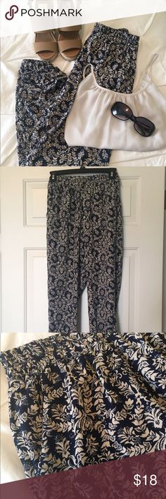 Printed pants with pockets NWOT printed pants from Francesca's. Size S. Features two front pockets (none on back) and elastic waistband as well as elasticized ankles. Very comfortable material, lightweight and lined to mid-thigh. Honey Punch Pants