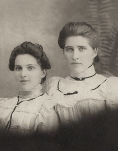 +~+~ Antique Photograph ~+~+ Striking portrait of two Victorian sisters.