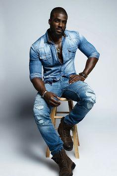 Blue Crush - Miami Native Travis Cure Is Chocolatey Delicious Fine Black Men, Gorgeous Black Men, Handsome Black Men, Beautiful Men, Black Guys, Black Male Models, Hommes Sexy, Raining Men, Actor Model
