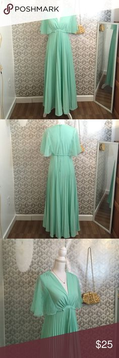 Mint colored short Celebes dress Lightly worn 51 inches in length zipper closure down back fabric dry clean only Isbel Dresses
