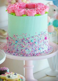 Confetti Fair | Easter Celebrations | Decorations | Party Ideas Fondant Cakes, Cupcake Cakes, Cupcakes, Easter Brunch, Easter Party, Easter Cake, Easter Eggs, Desserts Ostern, Blue Frosting
