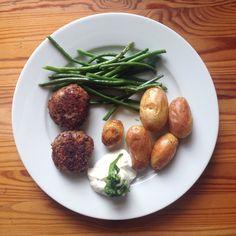 Veggie-Sonntag: Bouletten mit Rosmarin-Kartoffeln und Bohnen « pixlpop.de