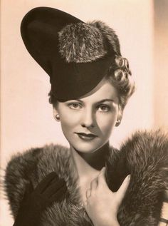 Joan Fontaine with hats Old Hollywood Stars, Old Hollywood Glamour, Golden Age Of Hollywood, Vintage Hollywood, Classic Hollywood, Hollywood Style, Hollywood Actresses, Highlands, 1940s Hats