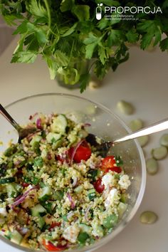 Sałatka z kaszą jaglaną i bobem  http://www.dietetyk-proporcja.pl/blog/kategorie/przepisy/120-tabbouleh-czyli-letnia-salatka-z-kasza-jaglana-i-bobem