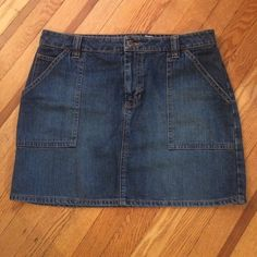 Blue Jean Skirt old navy blue jean skirt in great condition! Old Navy Skirts Mini