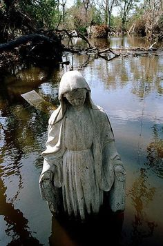 Saint Bernard Parish Cemetery in New Orleans,Louisianna,USA after Hurricane Katrina,circa September 2005 by Donatien Garnier for Collectif Argos. Cemetery Angels, Cemetery Statues, Cemetery Art, Angel Statues, Old Cemeteries, Graveyards, New Orleans Cemeteries, Oil Canvas, Landscape Photography