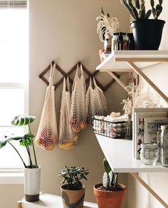 66 cozy small apartment decorating ideas on a budget 24 66 cozy sm. - 66 cozy small apartment decorating ideas on a budget 24 66 cozy small apartment decorat - Sweet Home, Diy Casa, Small Apartment Living, Small Apartment Storage, Living Rooms, Minimal Apartment Decor, Cozy Apartment Decor, Small Appartment, Bright Apartment