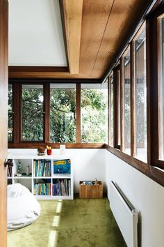 Modern Buildings, Interior Architecture, Lokal, Mid Century House, Mid Century Modern Home, Mid Century Design, Mid Century Interior Design, Minimalist Home, Mid-century Modern