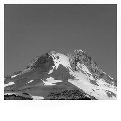 Black & White Mt. Hood. #mthood #mthoodmeadows #mounthood #mounthoodoregon #oregon #pnw #pnwonderland #pnwisbeautiful #upperleftusa #snow #mountain #blackandwhite