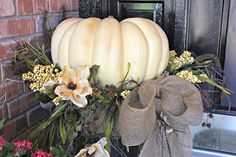 My Sister's Crazy!: PORCH DECORATIONS THAT EASILY TRANSITION FROM HALLOWEEN…