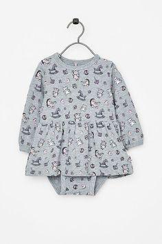 4cb69f73666e Shoppa Babyklänningar och tunikor hos Ellos till bra priser. Välj bland  mängder av fina Babyklänningar