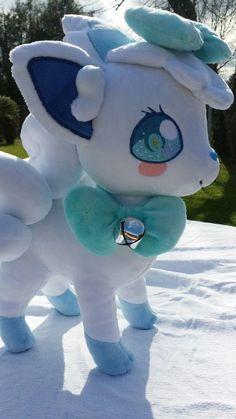Isn't she CUTE! Pokemon Mew, Pokemon Dolls, Cute Pokemon, Sewing Stuffed Animals, Cute Stuffed Animals, Cute Animals, Kawaii Plush, Cute Plush, Pikachu Bebe