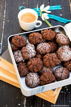 BISCUITI CU IAURT SI CACAO   Diva in bucatarie Pretzel Bites, Baby Food Recipes, Biscotti, Cereal, Deserts, Good Food, Food And Drink, Treats, Cookies