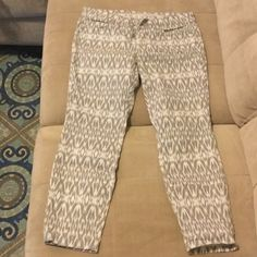 Loft gray and white ankle pants size 6P Ann Taylor Loft gray and white pattern ankle pants. Excellent condition. Size 6 petite LOFT Pants Skinny